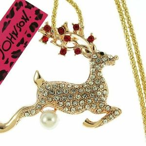 Bling Crystal Pearl Elk/Deer Pendant Necklace